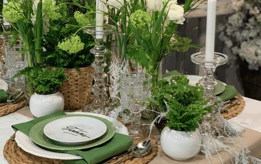 zöld-fehér asztaldísz vendégeknek