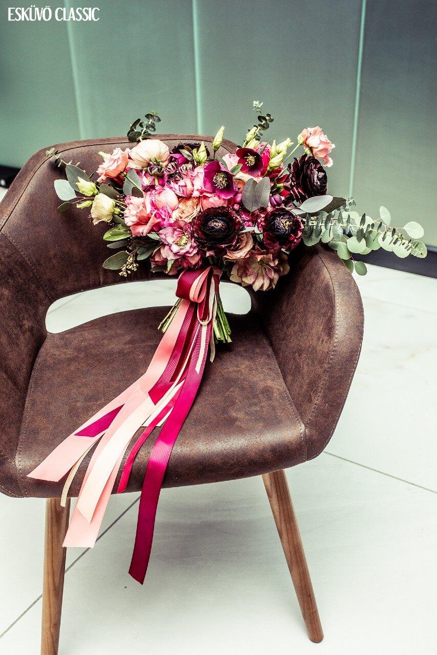 rózsaszín-zöld esküvői csokor